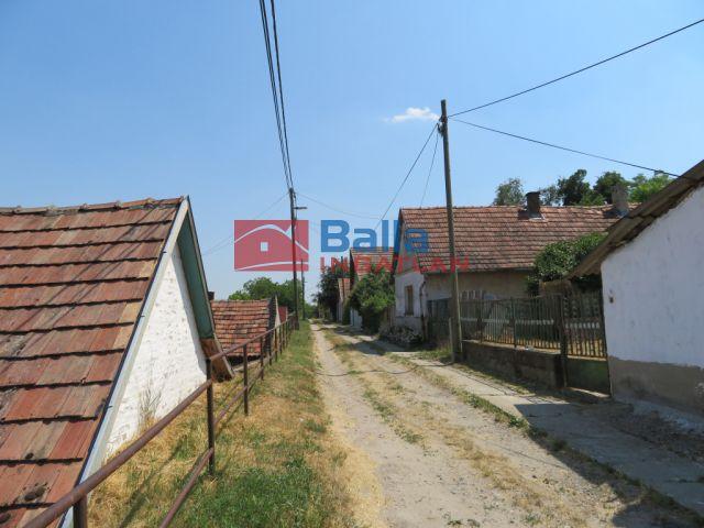 Simontornya - Kis utca:  60 m²-es családi ház   (3'500'000 ,- Ft)