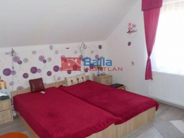 Szigetszentmiklós - Tövis utca közeli sor:  80 m²-es családi ház   (34'900'000 ,- Ft)