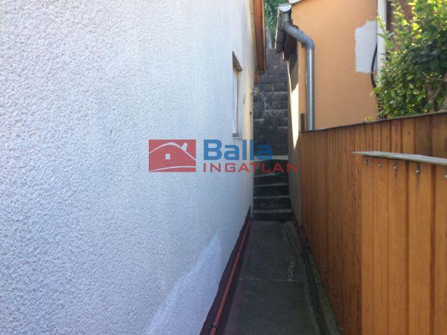 Tahitótfalu - fő utcátol nem messze utca:  60 m²-es családi ház   (35'000'000 ,- Ft)