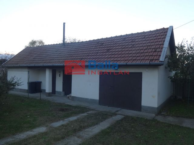 Tiszajenő - Köztársaság utca:  96 m²-es családi ház   (24'900'000 ,- Ft)