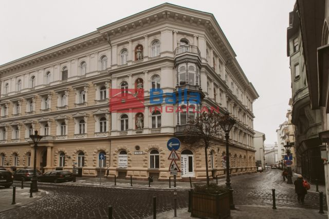 V. Kerület (Belváros) - Veres Pálné utca:  98 m²-es társasházi lakás   (270'000 ,- Ft)