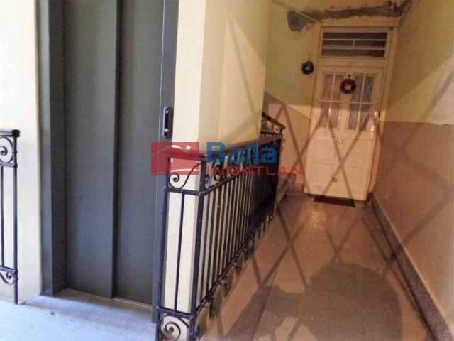VI. Kerület (Nagykörúton belül) - Nagymező utca:  64 m²-es társasházi lakás   (54'900'000 ,- Ft)