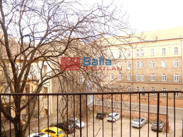 VIII. Kerület (Józsefváros) - Fiumei út:  89 m²-es társasházi lakás   (44'800'000 ,- Ft)