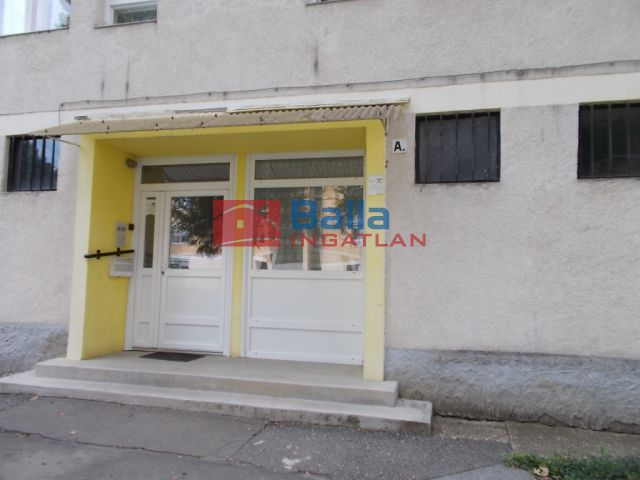 Ózd - Szabolcs köz:  48 m²-es társasházi lakás   (6'000'000 ,- Ft)