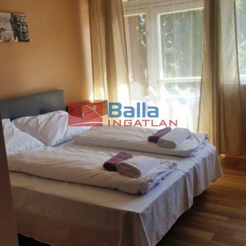 Balatonmáriafürdő - Partközeli utca:  400 m²-es üdülő   (365'000'000 ,- Ft)