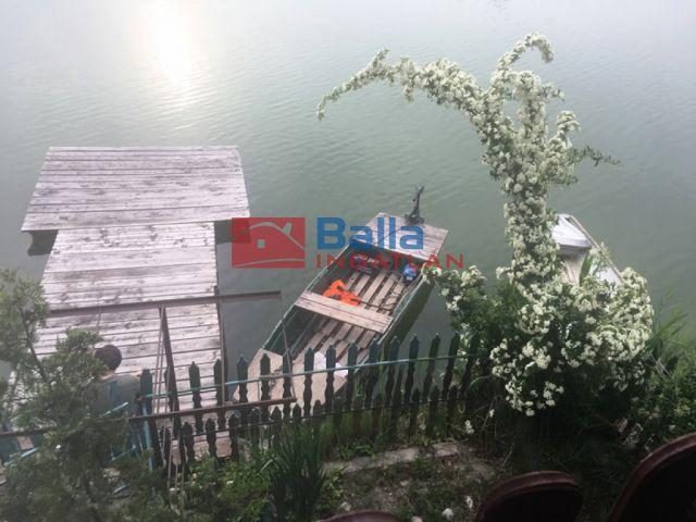 Szigetszentmiklós - KBánya tó 3 db hétvégiház stéggel utca:  240 m²-es üdülő   (29'990'000 ,- Ft)