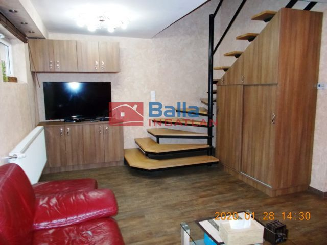Taksony - Duna-parti:  150 m²-es üdülő   (140'000'000 ,- Ft)