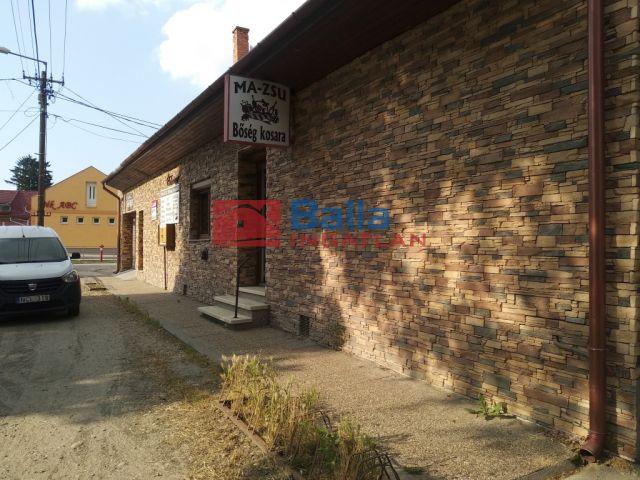 Szalkszentmárton - Központban felújított üzlet eladó.:  236 m²-es üzlethelyiség utcai bejárattal   (19'900'000 ,- Ft)