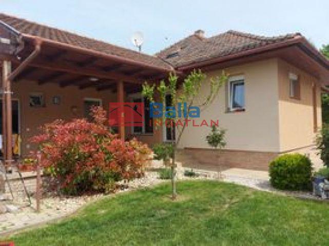 Siófok - Siófok utca:  145 m²-es családi ház   (74'000'000 ,- Ft)