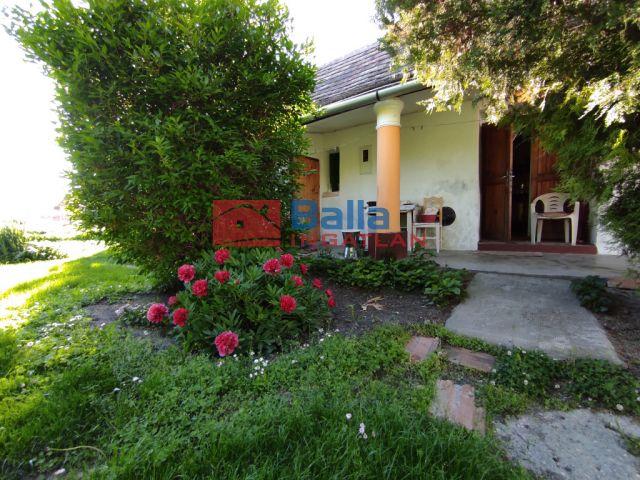 Szalkszentmárton - Aranyos kis parasztház a faluközpontban!:  66 m²-es családi ház   (5'900'000 ,- Ft)