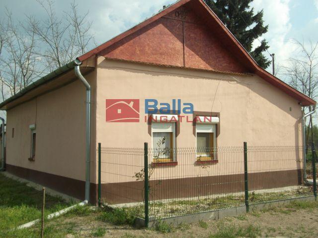 Tiszakécske - Belső út:  60 m²-es családi ház   (6'900'000 ,- Ft)