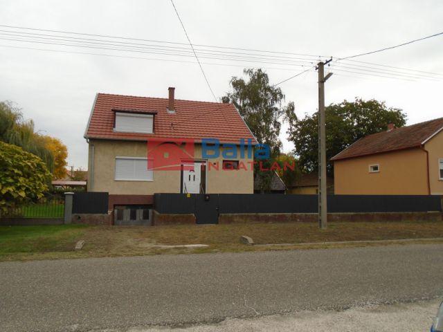 Tiszakécske - Déryné utca:  112 m²-es családi ház   (36'500'000 ,- Ft)