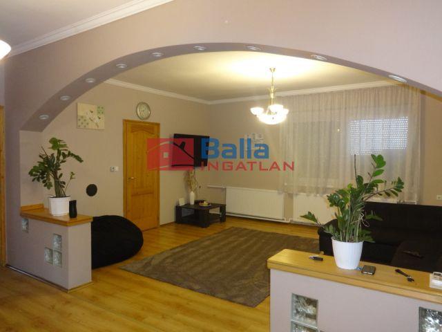 Tiszakécske - Fő utca:  100 m²-es családi ház   (22'800'000 ,- Ft)