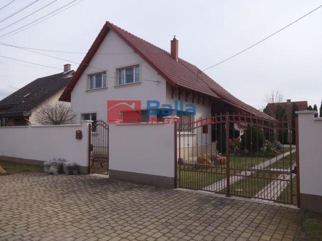 Tiszakécske - Kazinczy utca:  195 m²-es családi ház   (69'900'000 ,- Ft)