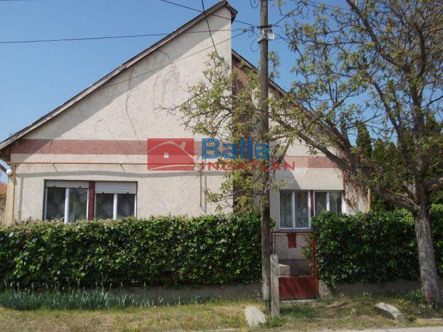 Tiszakécske - Táncsics Mihály utca:  145 m²-es családi ház   (21'000'000 ,- Ft)