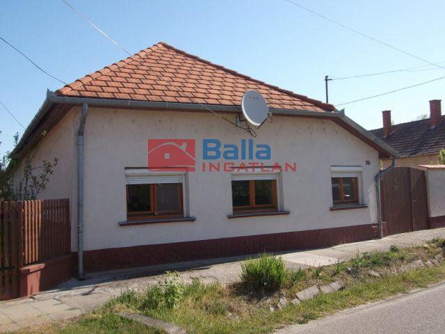 Tiszakécske - Virág utca:  80 m²-es családi ház   (15'900'000 ,- Ft)