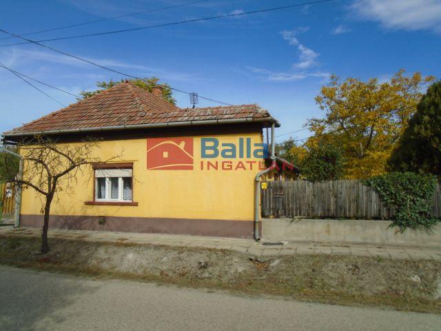 Tiszakécske - Virág utca:  64 m²-es családi ház   (8'490'000 ,- Ft)