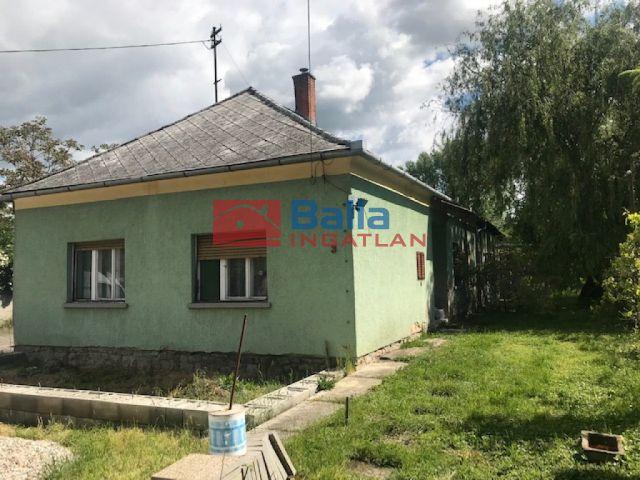 Újkér - Fő utca:  300 m²-es családi ház   (19'500'000 ,- Ft)