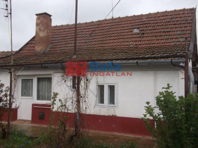 Vezseny - József Attila utca:  41 m²-es családi ház   (3'500'000 ,- Ft)