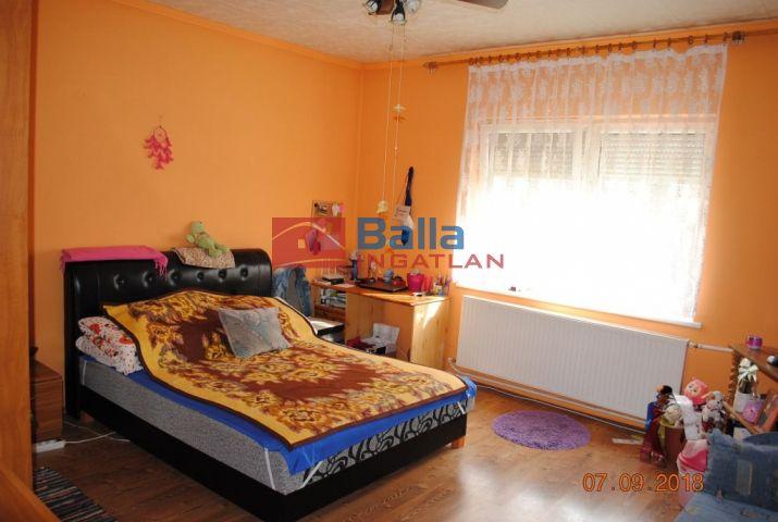 Vitnyéd - Vitnyéd utca:  120 m²-es családi ház   (24'500'000 ,- Ft)