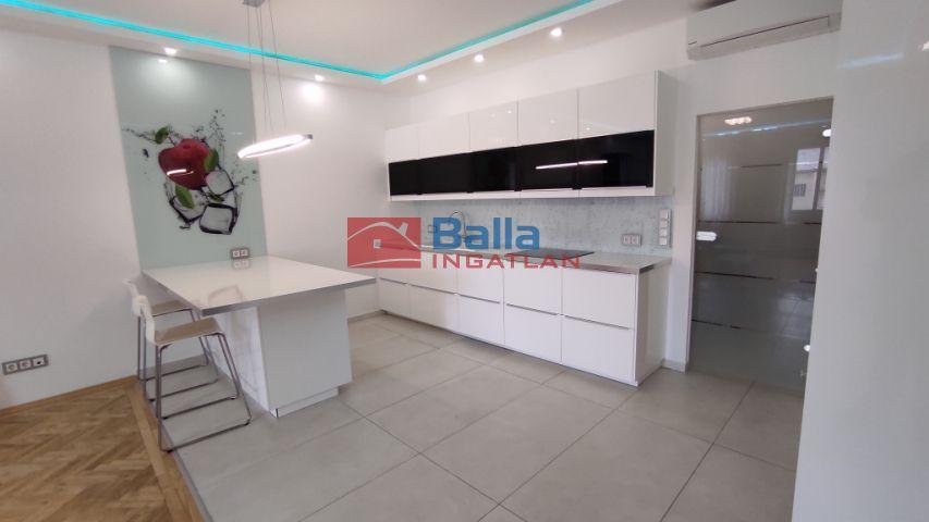 V. Kerület (Belváros) - Királyi Pál utca:  82 m²-es társasházi lakás   (250'000 ,- Ft)