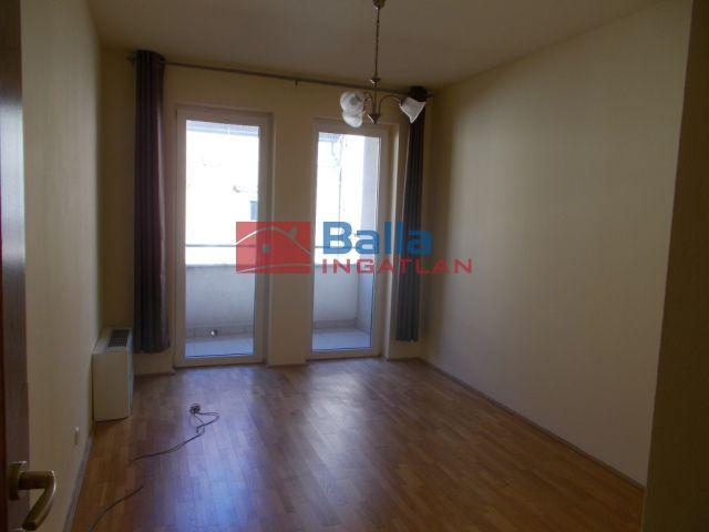 VI. Kerület (Diplomatanegyed) - Kmety György utca:  52 m²-es társasházi lakás   (160'000 ,- Ft)