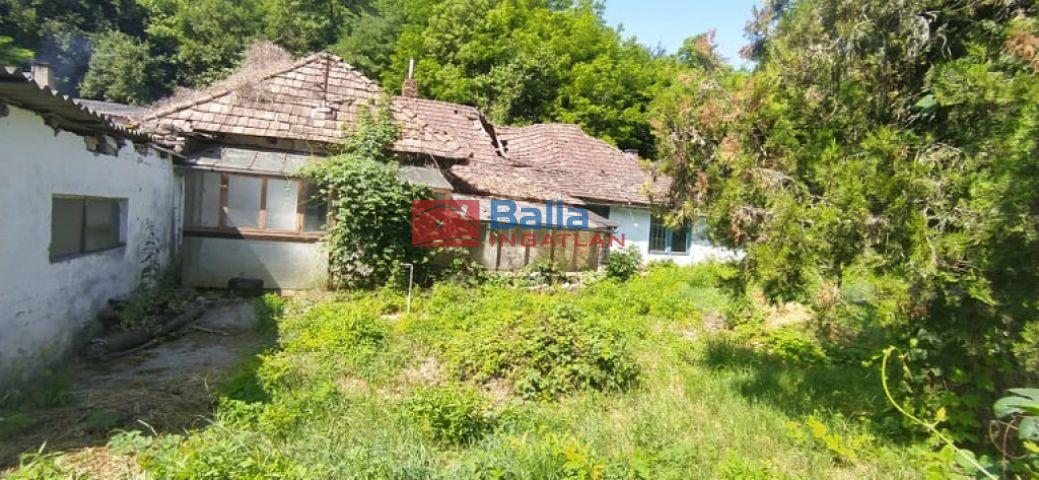 Pécel - Vasútállomás közeli utca:  6600 m²-es telek   (21'000'000 ,- Ft)