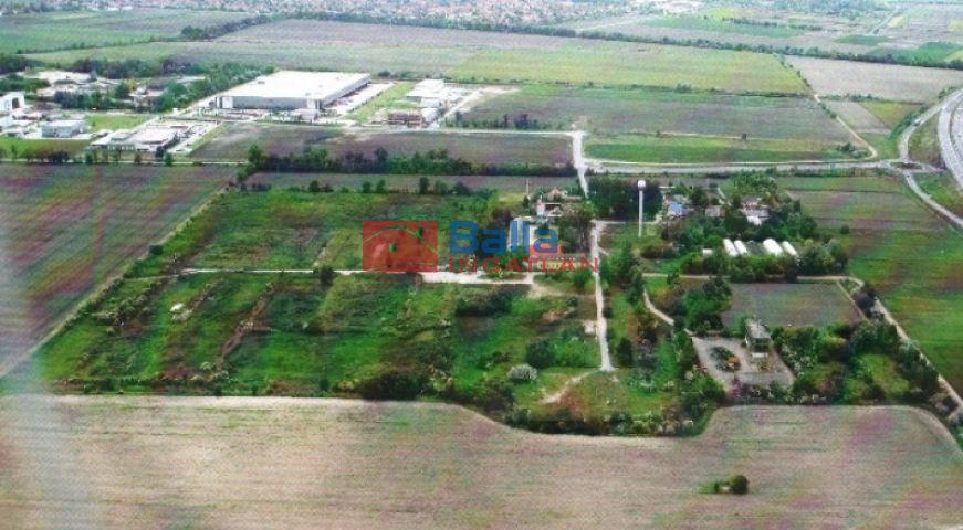 Szeged - Budapesti út:  146960 m²-es telek   (750'000'000 ,- Ft)