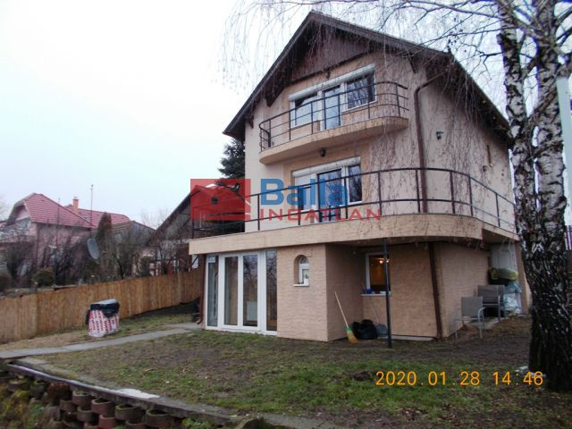 Taksony - Duna-parti:  150 m²-es üdülő   (118'000'000 ,- Ft)