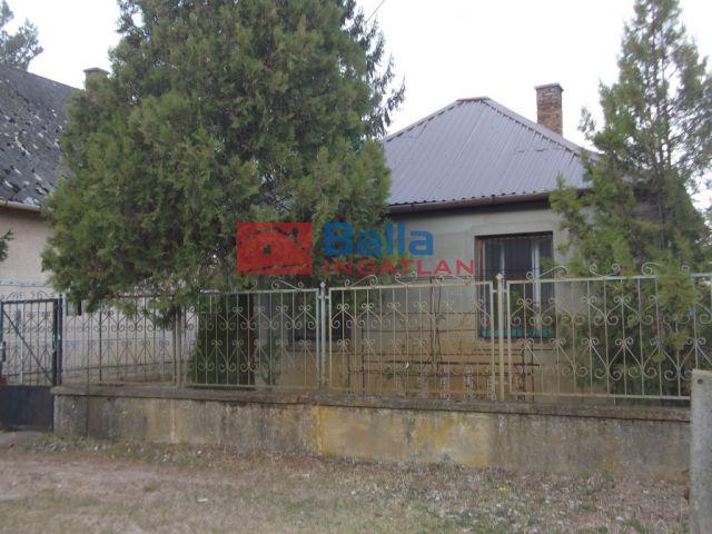 Tiszakécske (Kerekdomb) - Akác utca:  40 m²-es üdülő   (6'900'000 ,- Ft)