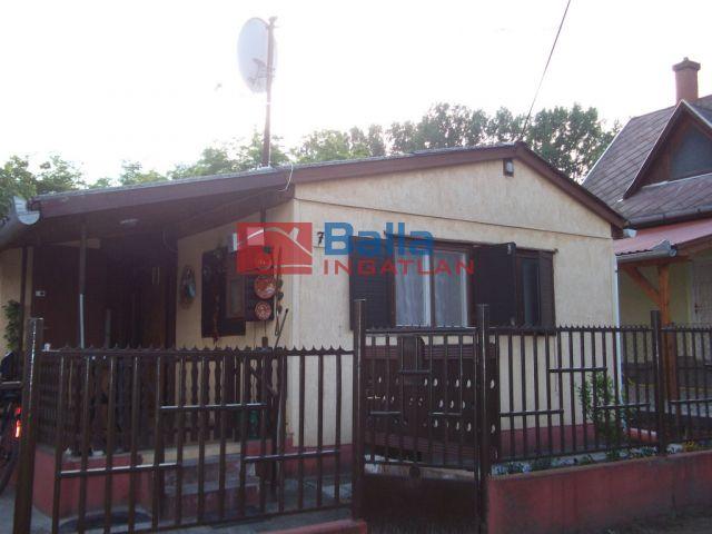 Tiszakécske (Kerekdomb) - Üdülőterület utca:  35 m²-es üdülő   (5'900'000 ,- Ft)
