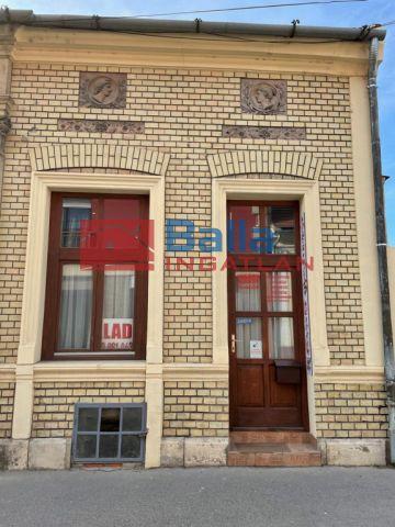Vác - Káptalan utca:  44 m²-es üzlethelyiség utcai bejárattal   (34'900'000 ,- Ft)