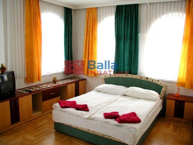 Balatonföldvár - Szivárvány utca:  1128 m²-es vendéglátó egység utcai bejárattal   (180'000'000 ,- Ft)