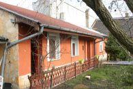 XX. Kerület, kertvárosi utca, 70 m²-es, házrész, 1+3 félszobás